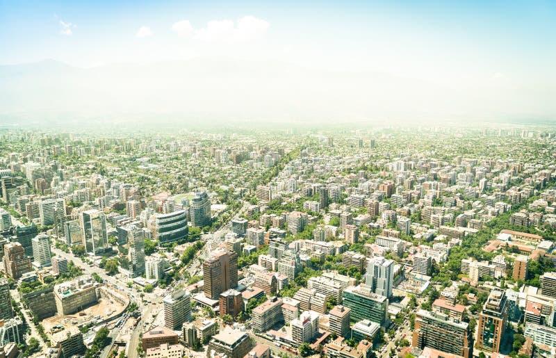 Opinião aérea do zangão dos arranha-céus de Santiago de Chile fotos de stock