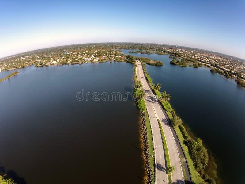 Opinião aérea dos lagos do cruzamento de estrada fotografia de stock