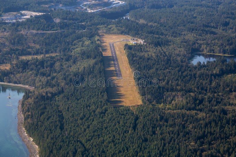 Opinião aérea Gillies Bay Airport na ilha de Texada fotografia de stock royalty free