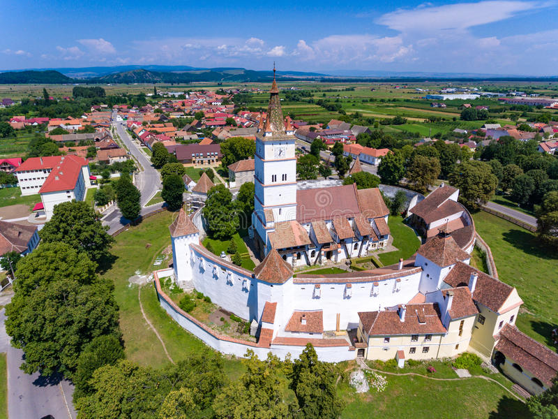Opinião aérea Harman Saxon Fortified Church na vila de H fotos de stock