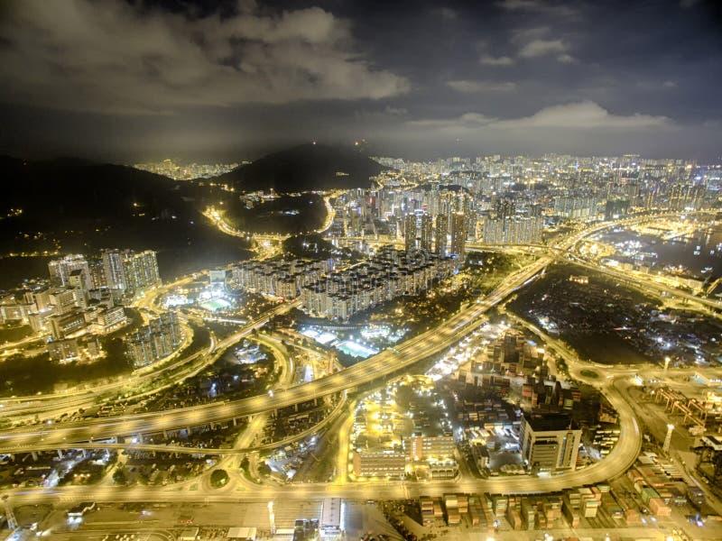 Opinião aérea Hong Kong Night Scene, Kwai Chung na cor dourada imagens de stock