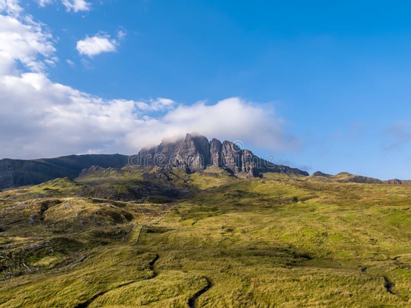 Opinião aérea o ancião de Storr no outono - ilha de Skye, Escócia fotos de stock royalty free