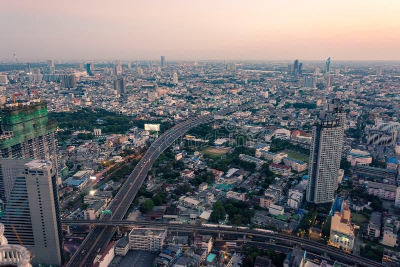 Opinião aérea o capital de Banguecoque no por do sol foto de stock royalty free