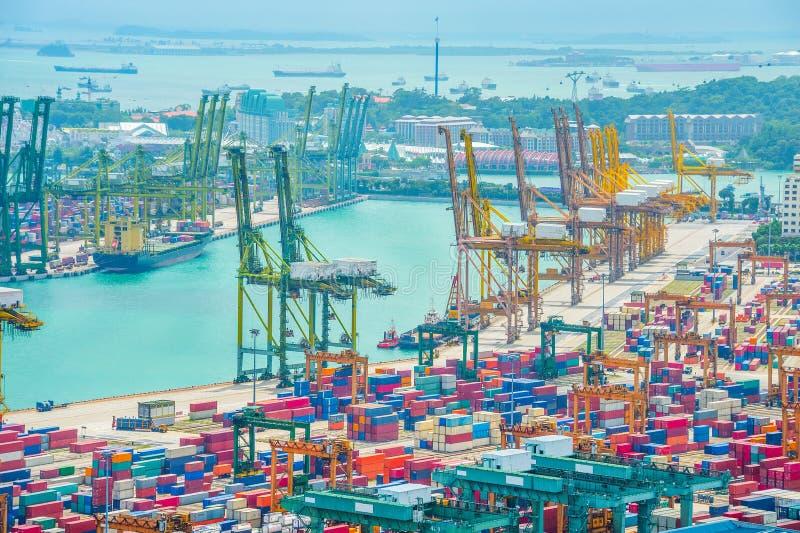 Opinião aérea portuária comercial de Singapura foto de stock