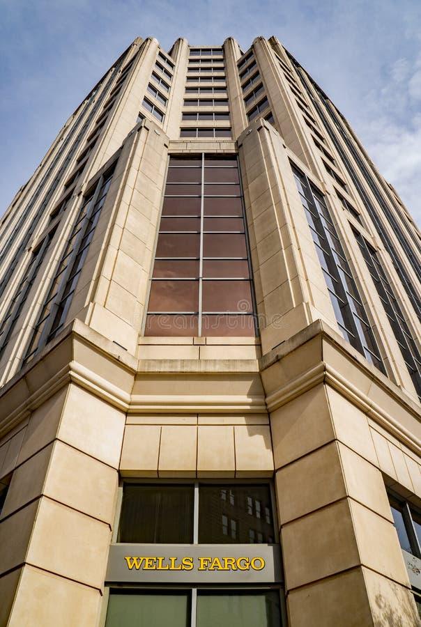 Opinião abstrata o Wells Fargo Tower Building, Roanoke, Virgínia, EUA imagens de stock