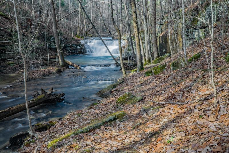 Opinião adiantada do inverno da cachoeira das minas de Fenwick foto de stock