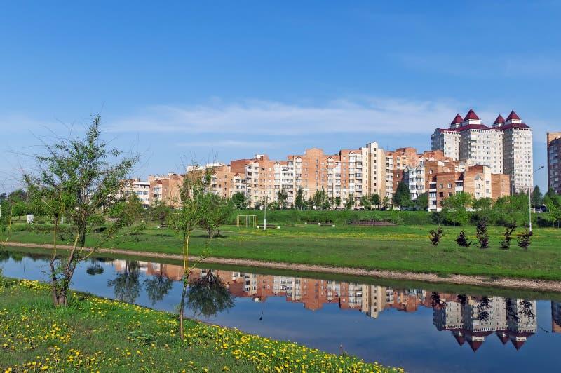 Opinião agradável de Belarus Minsk do micro-distrito de Uruchie fotos de stock royalty free