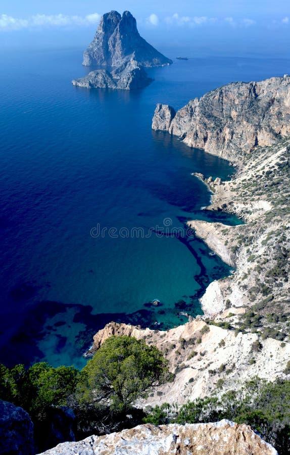 Opinião alta do Es Vedra e do Atlantis Ibiza imagens de stock