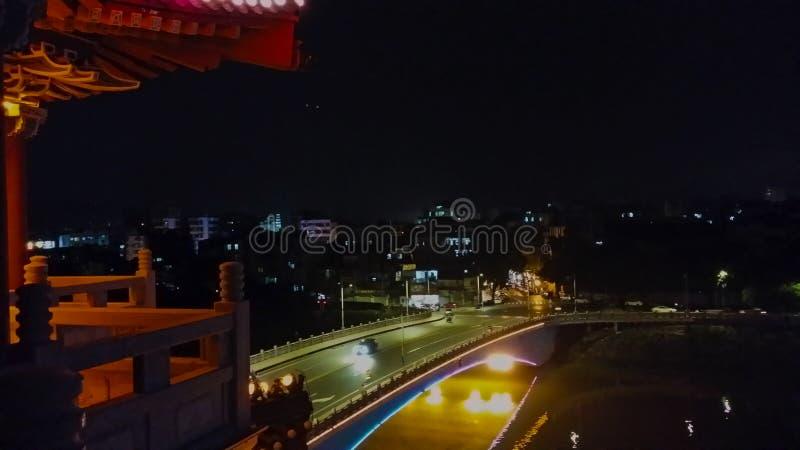 Opinião antiga urbana da noite da arquitetura foto de stock royalty free