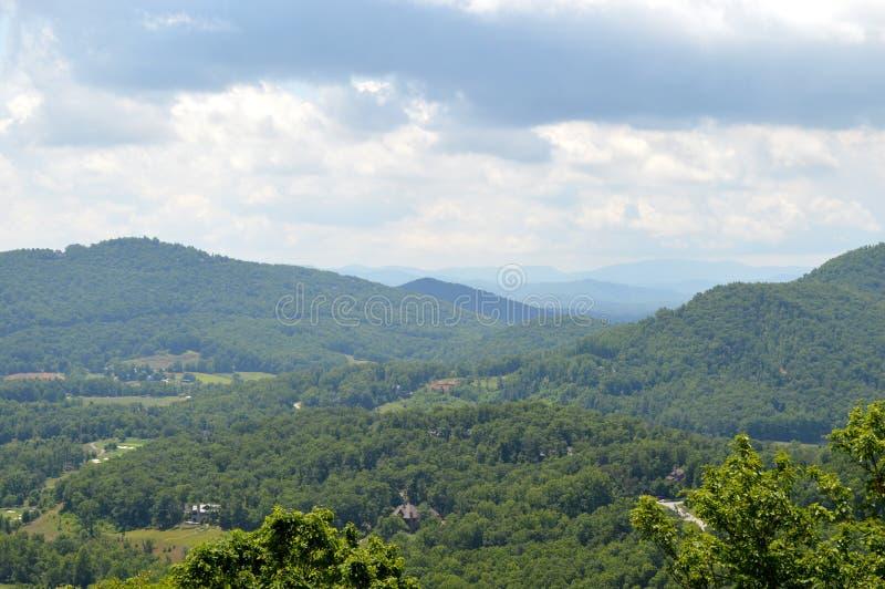Opinião azul de Ridge Mountains foto de stock royalty free