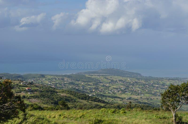 Opinião azul do litoral da hora da manhã imagem de stock royalty free