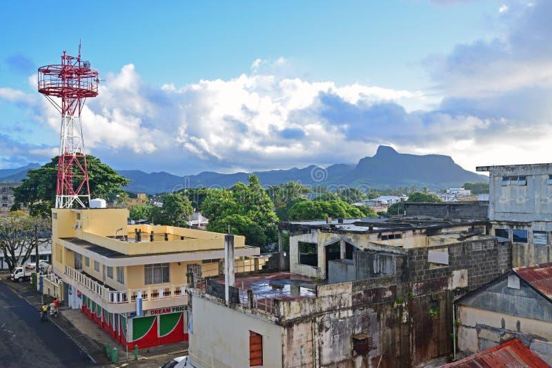 Opinião bonita da cidade de Mahebourg tomada de um balcão da residencial no amanhecer imagens de stock royalty free