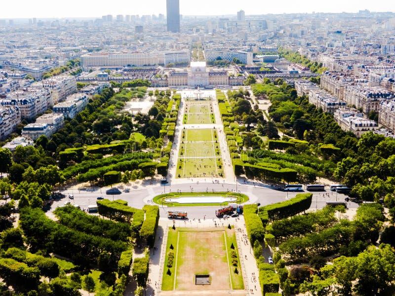 Opinião bonita da cidade de Paris da parte superior de torre Eiffel imagens de stock royalty free