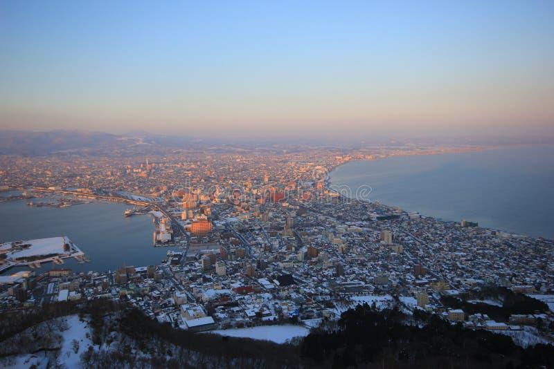 Opinião bonita da cidade na montanha imagem de stock