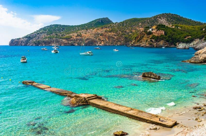 Opinião bonita da Espanha de Mallorca da baía do de março do acampamento imagem de stock