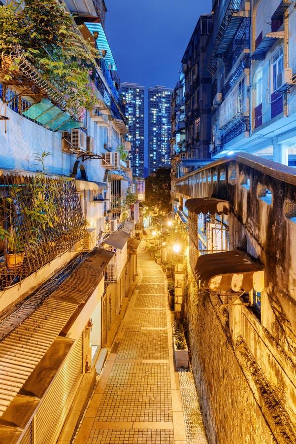 Opinião bonita da noite da rua abandonada na cidade velha, Macau foto de stock royalty free