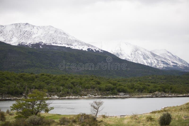 Opinião bonita da paisagem das montanhas na Antártica foto de stock