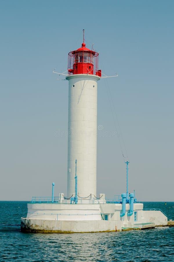 Opinião bonita da paisagem do farol velho do mar Navegação velha da construção fotografia de stock