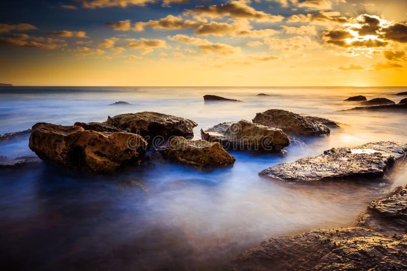 Opinião bonita do seascape do nascer do sol imagens de stock royalty free