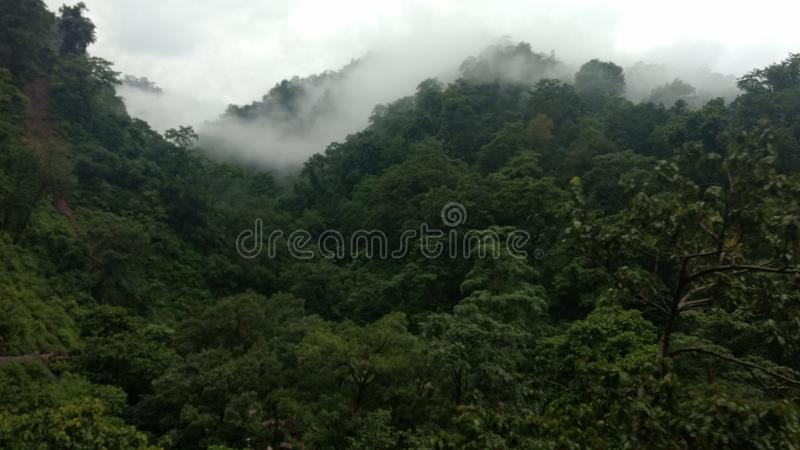 Opinião bonita dos mountaits no uttrakhand goan india do rishikesh do khera imagem de stock royalty free