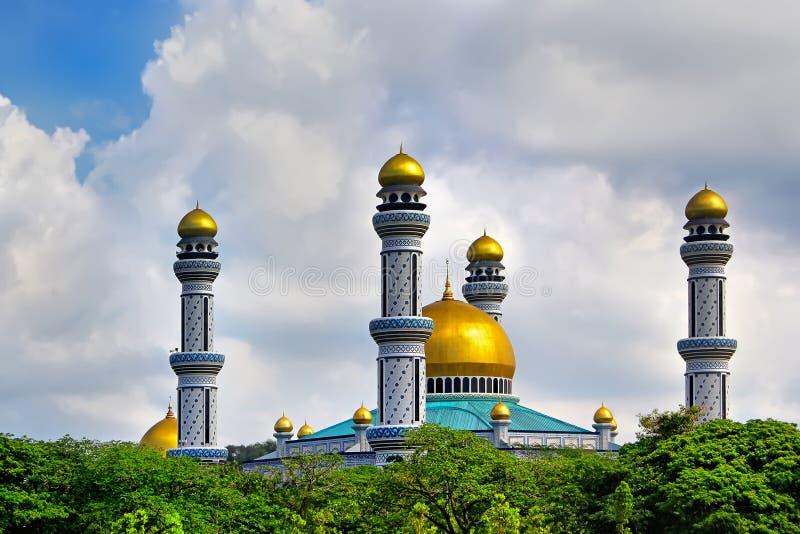Opinião bonita Jame Asr Hassanil Bolkiah Mosque com verde fotos de stock royalty free