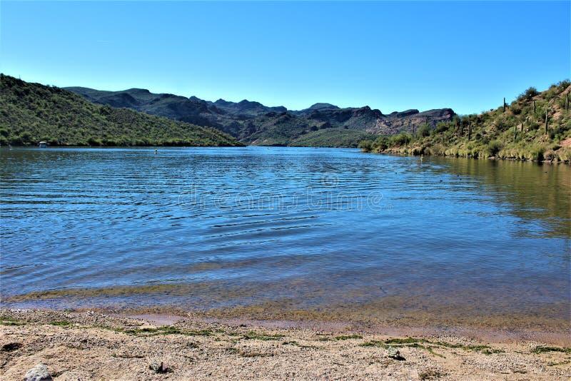 Opinião cênico da paisagem de Mesa, o Arizona aos montes da fonte, Maricopa County, o Arizona, Estados Unidos fotografia de stock