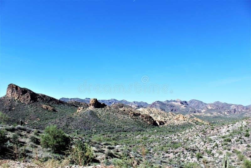 Opinião cênico de floresta nacional de Tonto de Mesa, o Arizona ao lago o Arizona canyon, Estados Unidos imagem de stock royalty free