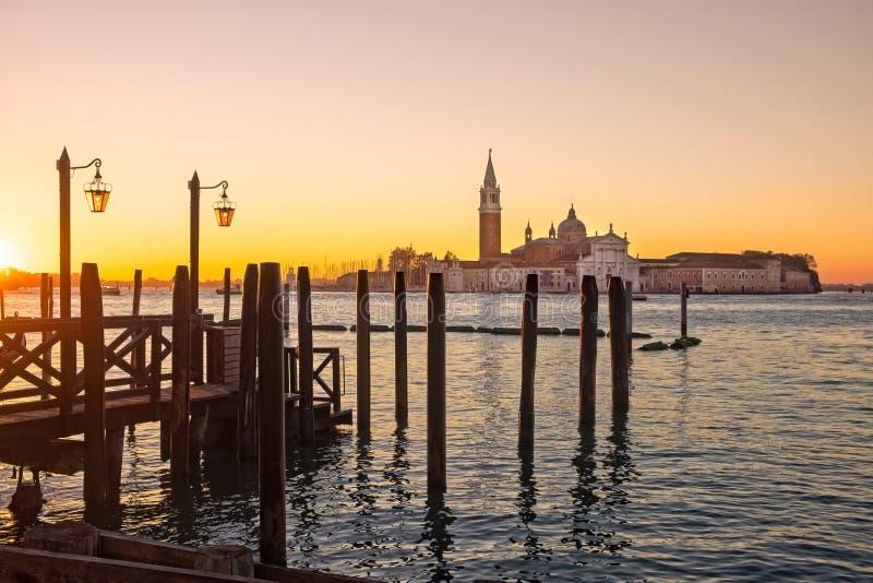 Download Opinião Cênico Do Nascer Do Sol San Giorgio Maggiore Em Veneza Imagem de Stock - Imagem de europa, bonito: 80102023