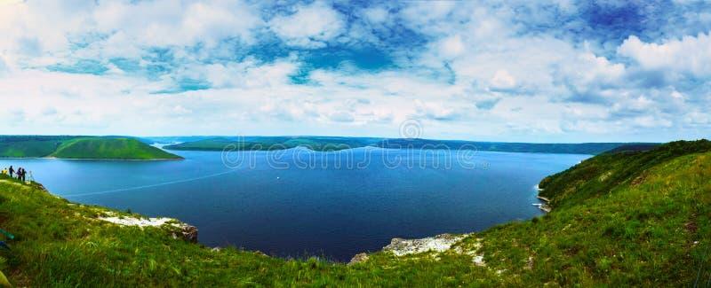 Opinião cênico do panorama do monte do rio de Dniestr perto de Bakota ucr?nia fotos de stock royalty free