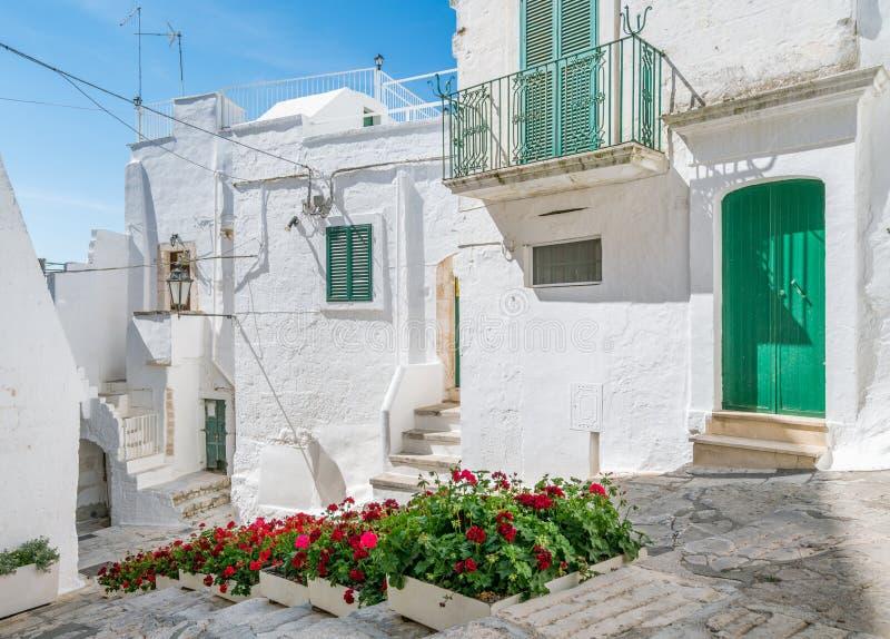 Opinião cênico do verão em Ostuni, província de Brindisi, Apulia, Itália foto de stock