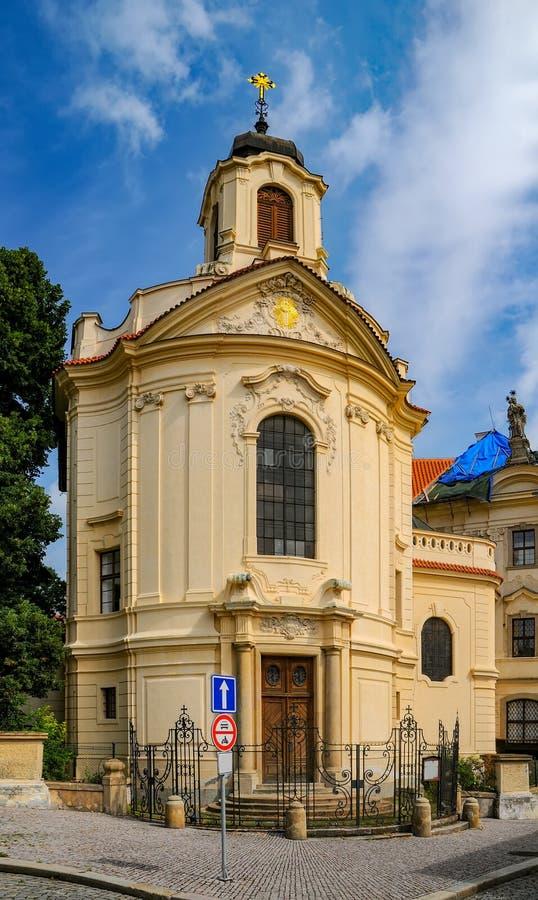 Opinião cênico Ursuline Convent Church em Kutna Hora, República Checa fotos de stock royalty free