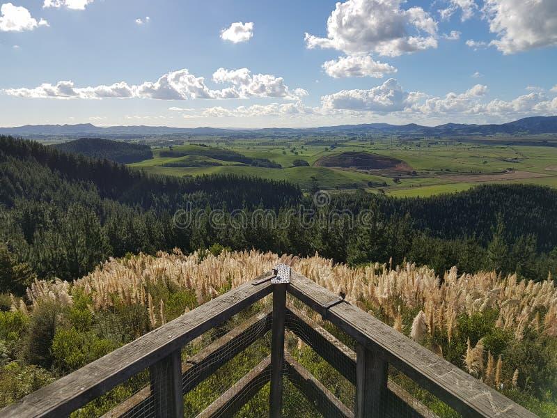 Opinião calma da paisagem de uma plataforma de vista imagens de stock royalty free