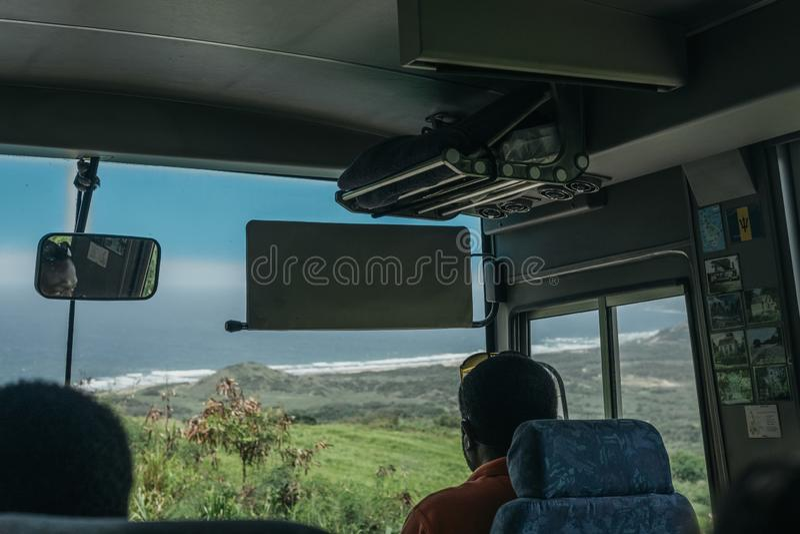 Opinião Cherry Tree Hill, Barbados, de um ônibus foto de stock