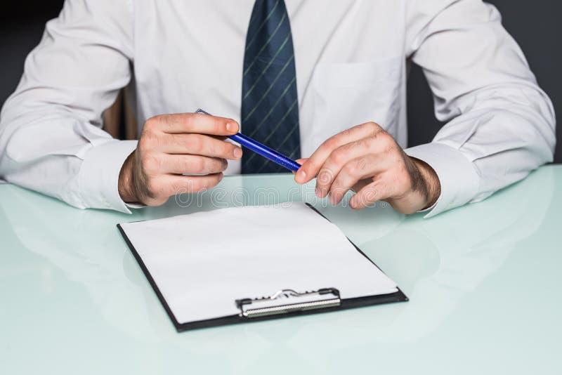 Opinião colhida Person Completing Application Form para obter o trabalho imagens de stock royalty free