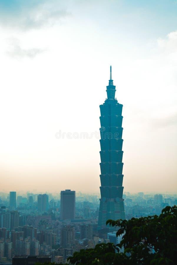 Opinião da arquitetura da cidade de Taipei da montanha do elefante fotografia de stock