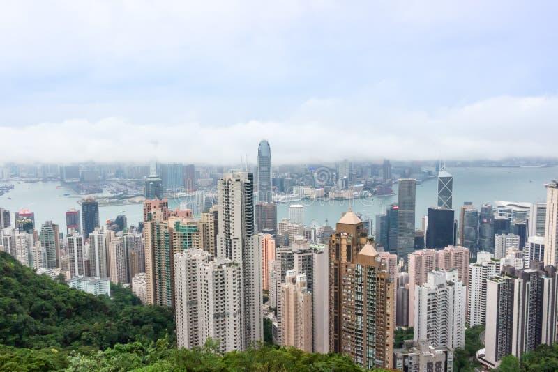 Opinião da arquitetura da cidade da skyline dos arranha-céus de Hong Kong de Victoria Peak imagens de stock