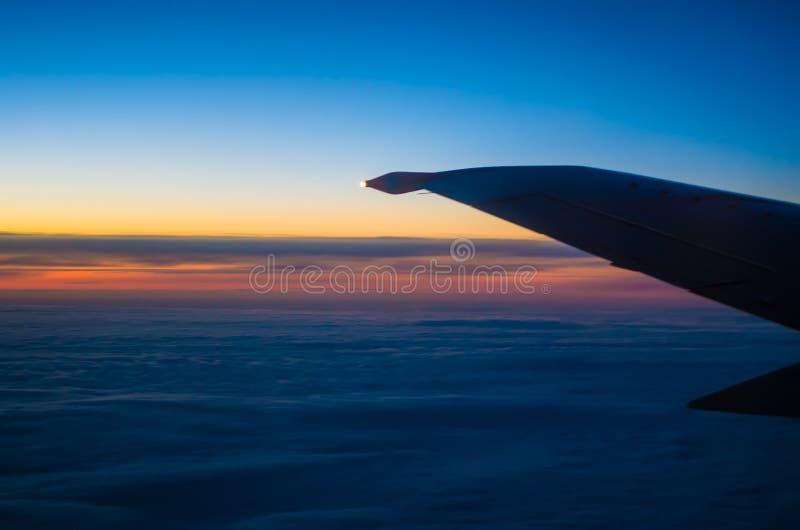 Opinião da asa do por do sol fotos de stock