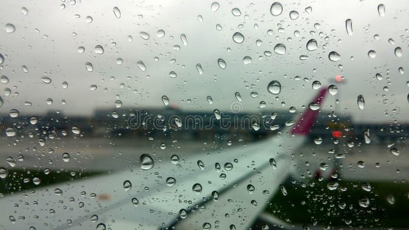 Opinião da chuva do avião foto de stock royalty free