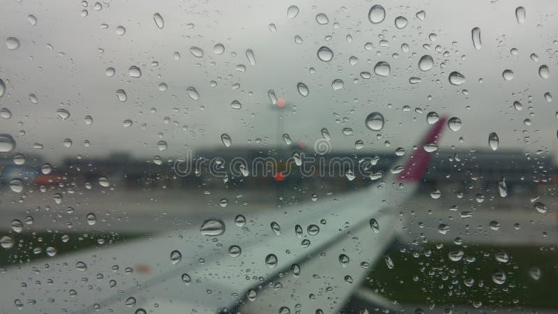 Opinião da chuva do avião imagem de stock