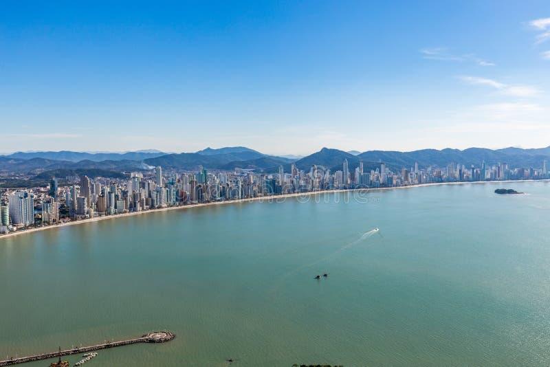 Opinião da cidade da praia de Balneario Camboriu Santa Catarina imagem de stock royalty free