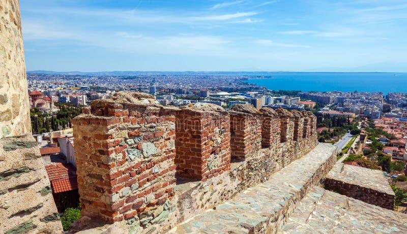 Opinião da cidade da torre de Trigonion, Tessalónica foto de stock