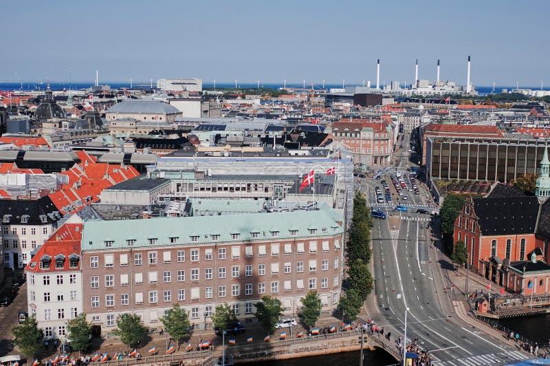 Opinião da cidade de Copenhaga do palácio de Christiansborg imagem de stock