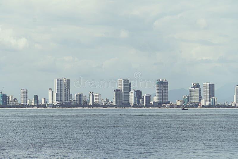 Opinião da cidade de Nha Trang do mar foto de stock royalty free