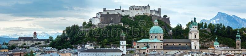 Download Fortaleza De Hohensalzburg Do Verão (construída Em 1077) Na Parte Superior Da Montanha (S Foto de Stock - Imagem de castelo, casa: 29843434