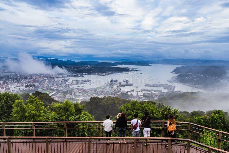 A opinião da cidade de Sasebo de Yumihari negligencia, Nagasaki, Japão imagens de stock royalty free