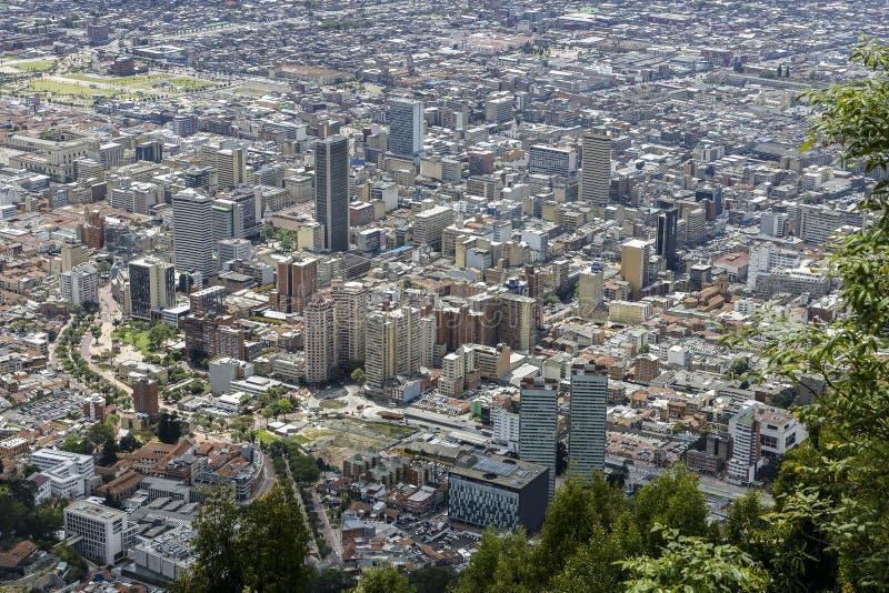 Opinião da cidade do monte de Monserrate em Bogotá imagem de stock