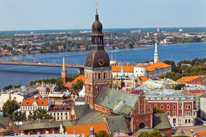 Opinião da cidade do panorama de Riga imagem de stock