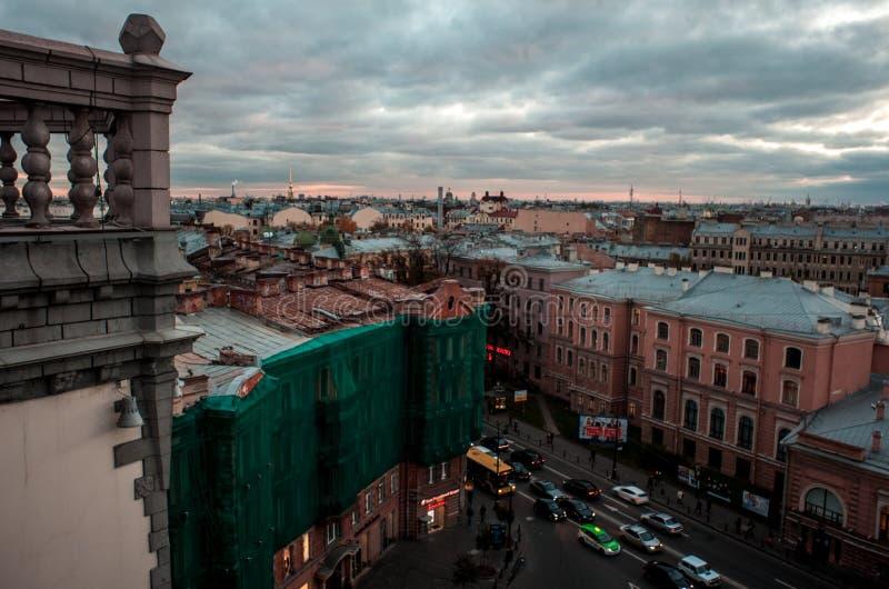 Opinião da cidade do telhado St Petersburg fotos de stock royalty free