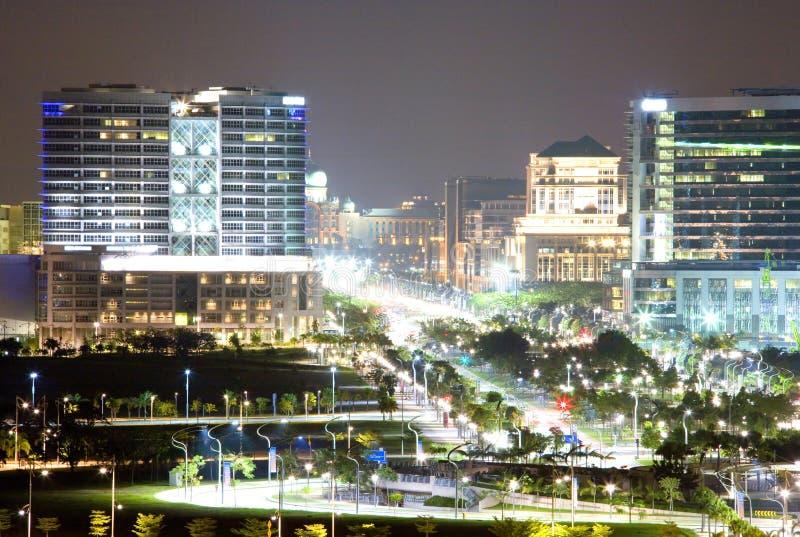 Opinião da cidade na noite imagens de stock royalty free
