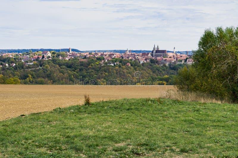 Opinião da cidade no der Tauber do ob de Rothenburg, Alemanha foto de stock royalty free